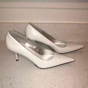 Steve Madden- pointy toe pumps in white